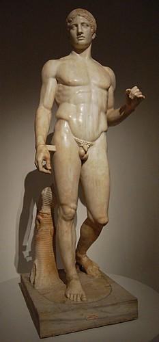 Réplique du Doryphore de Polyclète en marbre de Carare découvert à Pompéï (époque Tibère).  photo : droits réservés