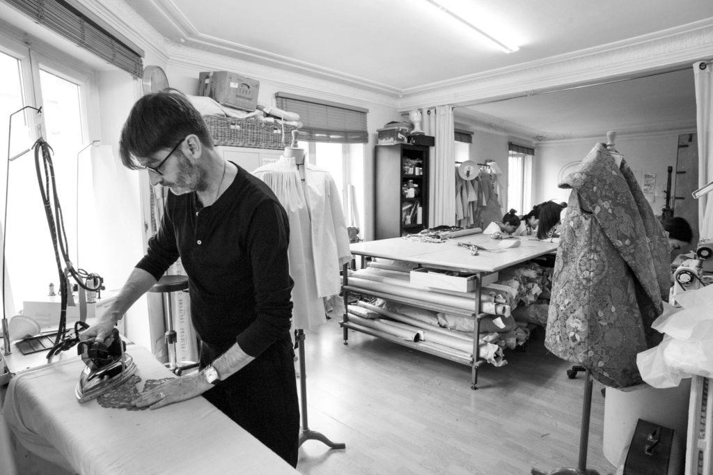 Franck Sorbier dans son atelier ©JEFF GUIOT