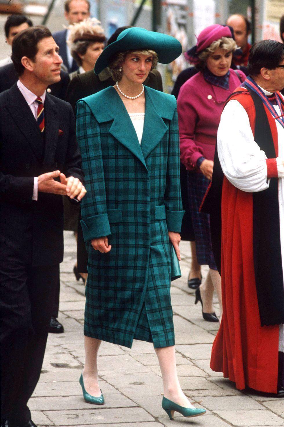 Diana en tenue de cérémonie dans les années 80