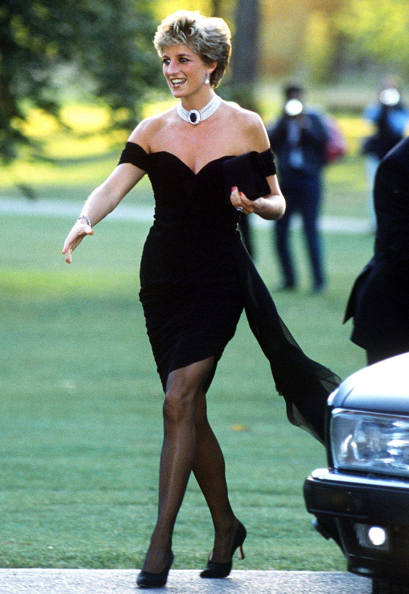 Lady Di en robe noire de la revanche