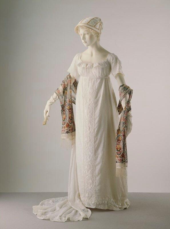 Robe empire du 19eme sièce